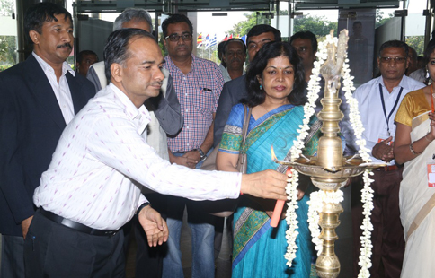 Shri. Alok Kumar, Development Commissioner ( Handlooms) Lighting the Lamp at IIHF'16