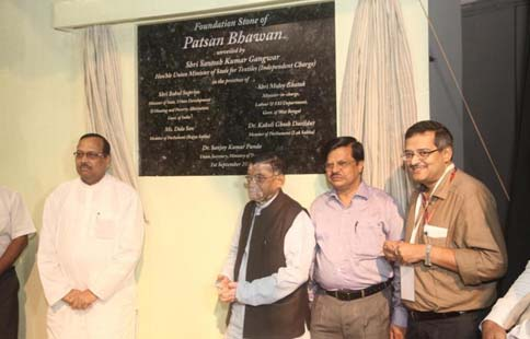 Hon'ble union Textile Minister Shri Santosh Kumar Gangwar at the foundation stone laying ceremony of Patsan Bhavan on 1st Sep 2015